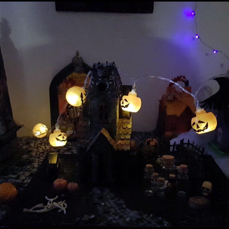 Décor Halloween à la nuit tombée