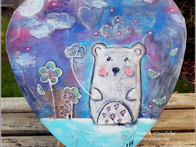 """""""The bear in LOVE""""  Canvas en forme de coeur 30 cm - Collages, dessin, acryliques, feutres... Techniques mixtes   150 euros"""