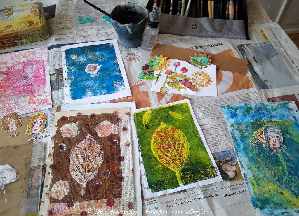 Junk journal avec un ensemble de fonds imprimés à la gelplate et aux éléments naturels, décorés ensuite aux tampons dans un esprit poétique